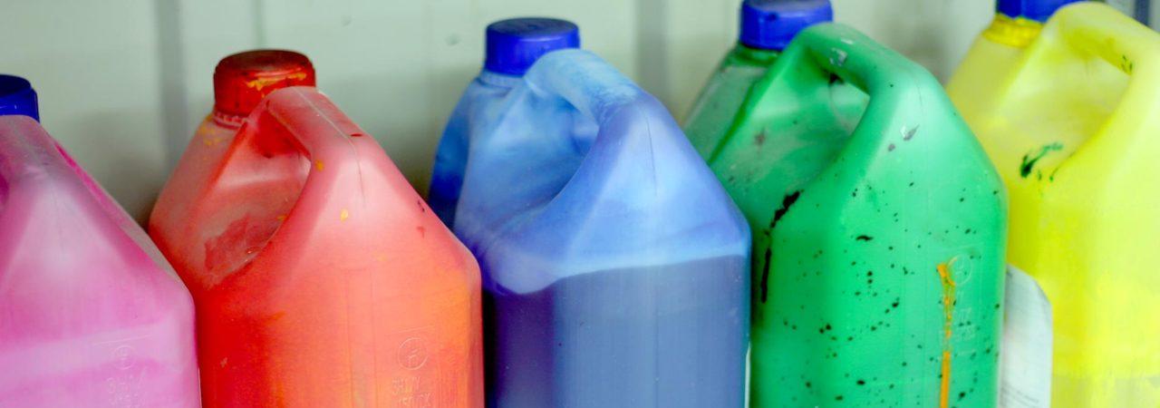 bidon d'encre utilisés pour l'impression d'étiquettes adhésives